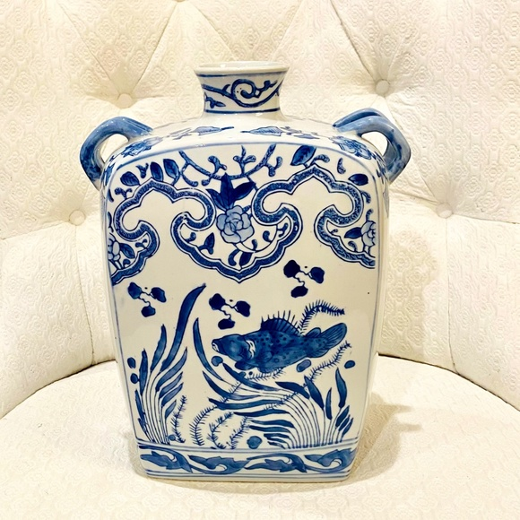 Vintage Chinoiserie Double Handle Vase/Decor